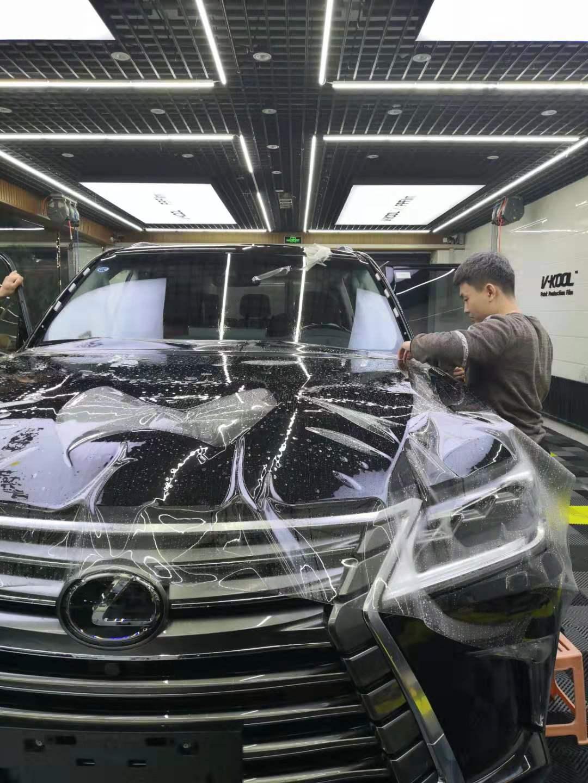 除去吉林隐形车衣后车漆亮洁如新。
